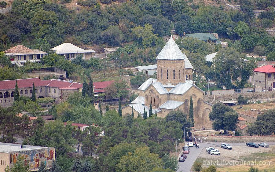 Вид на монастырь Самтавро в Мцхете от Джвари