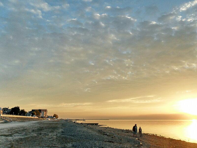 Октябрь, закат у моря