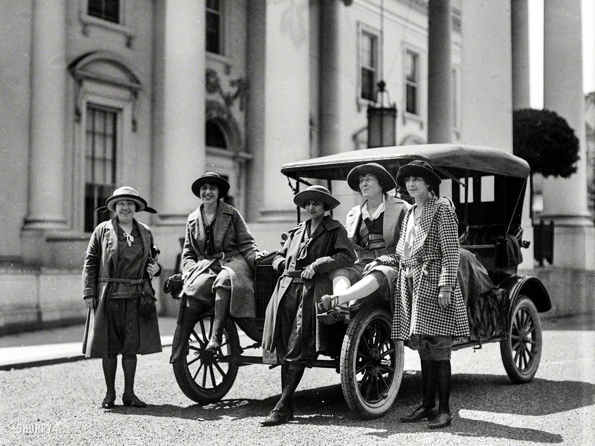Автомобили и девушки начала 20-го века на снимках американских фотографов (24)