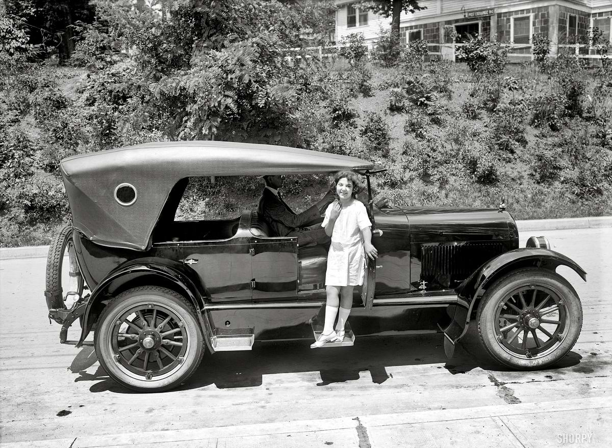 Автомобили и девушки начала 20-го века на снимках американских фотографов (27)