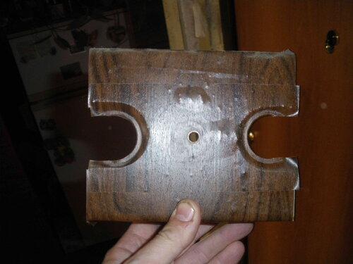 Фото 3. Тысяча первый способ применения самоклеящейся плёнки, затрудняющий демонтаж защитной панели.
