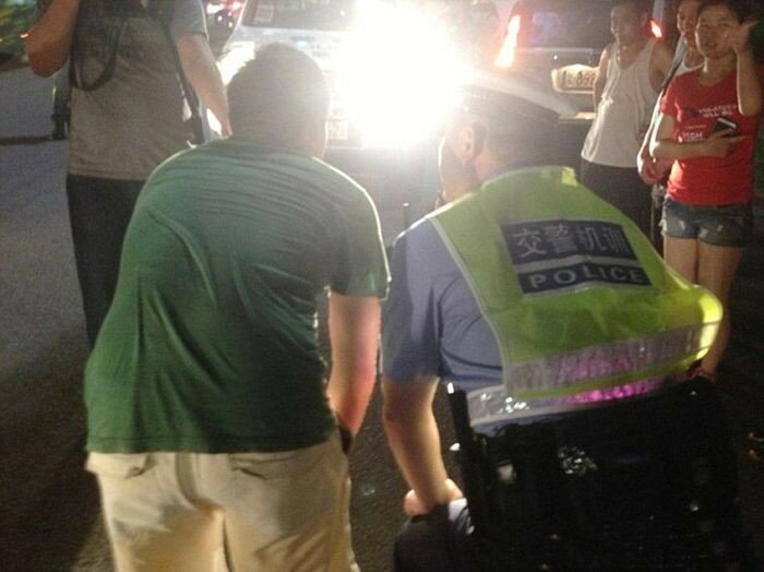 Как китайские полицейские наказывают водителей 0 1c8efc 8ad9720d XL
