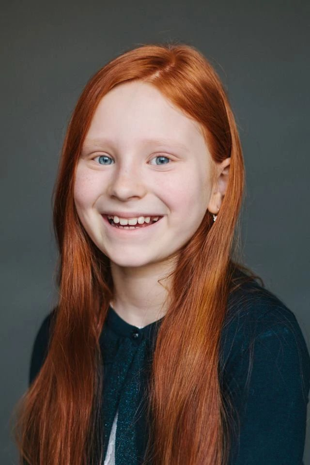 Ксения, 9 лет. Папа — немецкий еврей, мама — русская/татарка.