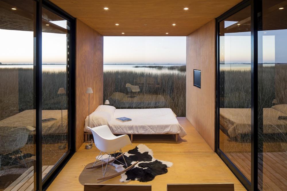 Дом, созданный португальской архитектурной компанией, разбирается намелкие части иперевозится влю