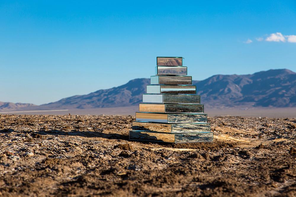 Babel Tower: A Kinetic Mirrored Ziggurat Reflects the Surrounding Iranian Landscape