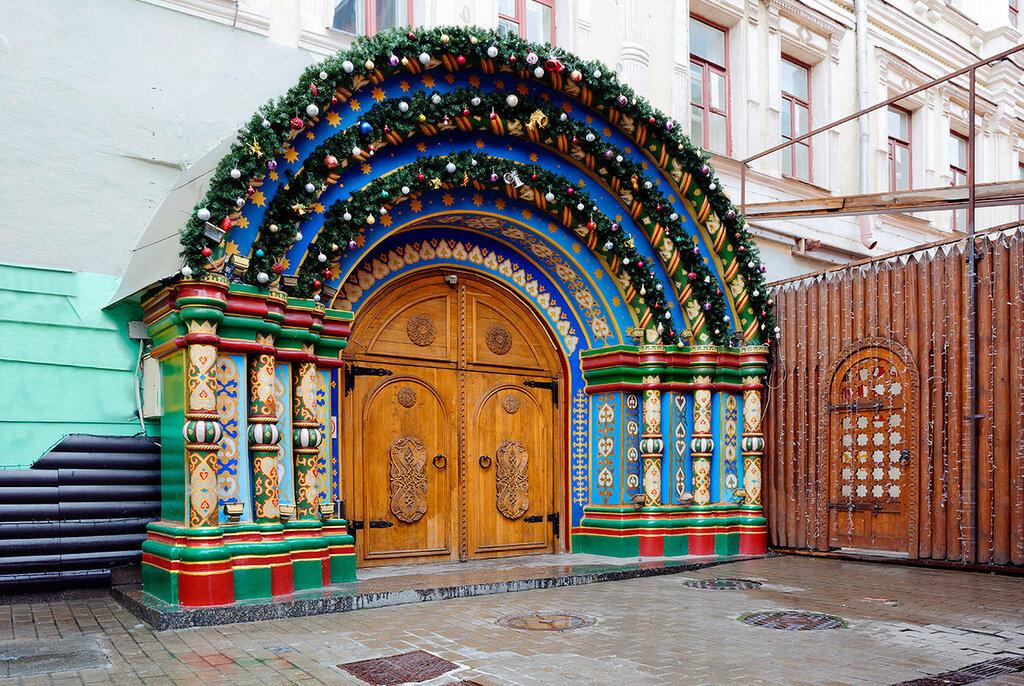 Парадный вход в русском стиле в Москве