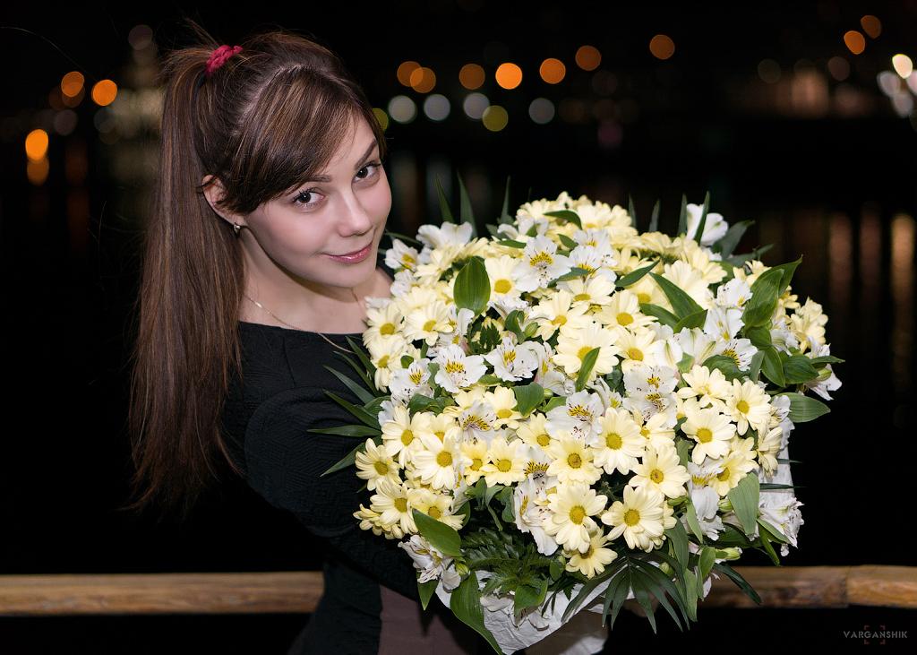 девушка Наташа цветы фотограф Варганщик