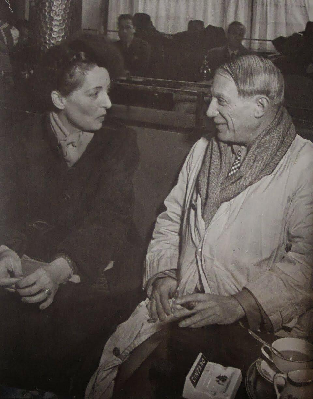 1939. Пикассо в кафе