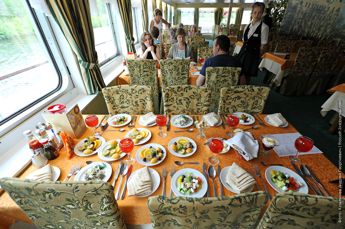 Обед на канале имени Москвы