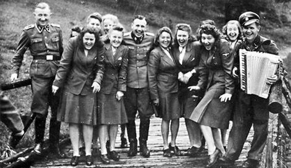 Female-Nazis.jpg