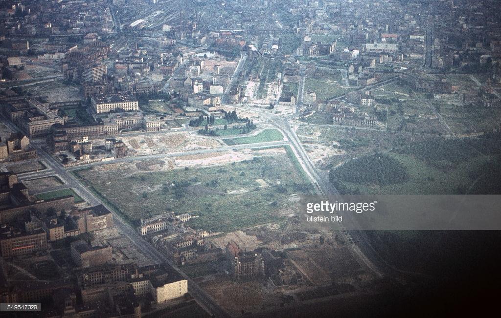Берлин 1958с aerial view of the city centre, on the left Wilhelmstrasse crossing Leipziger Strasse.jpg
