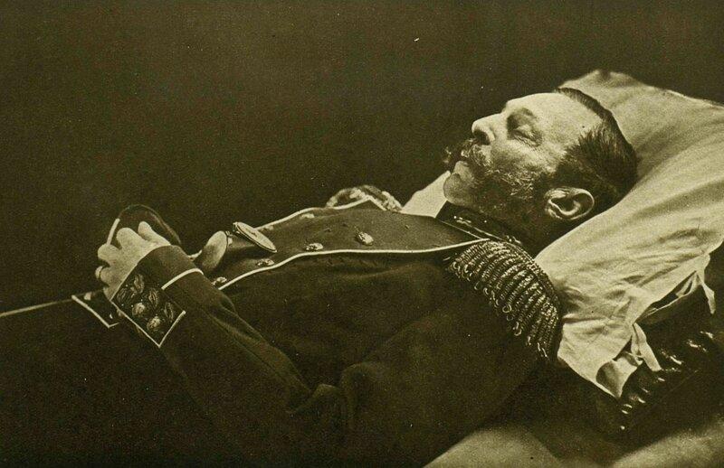 1881 Император Александр II на смертном одре С Левицкий.jpg