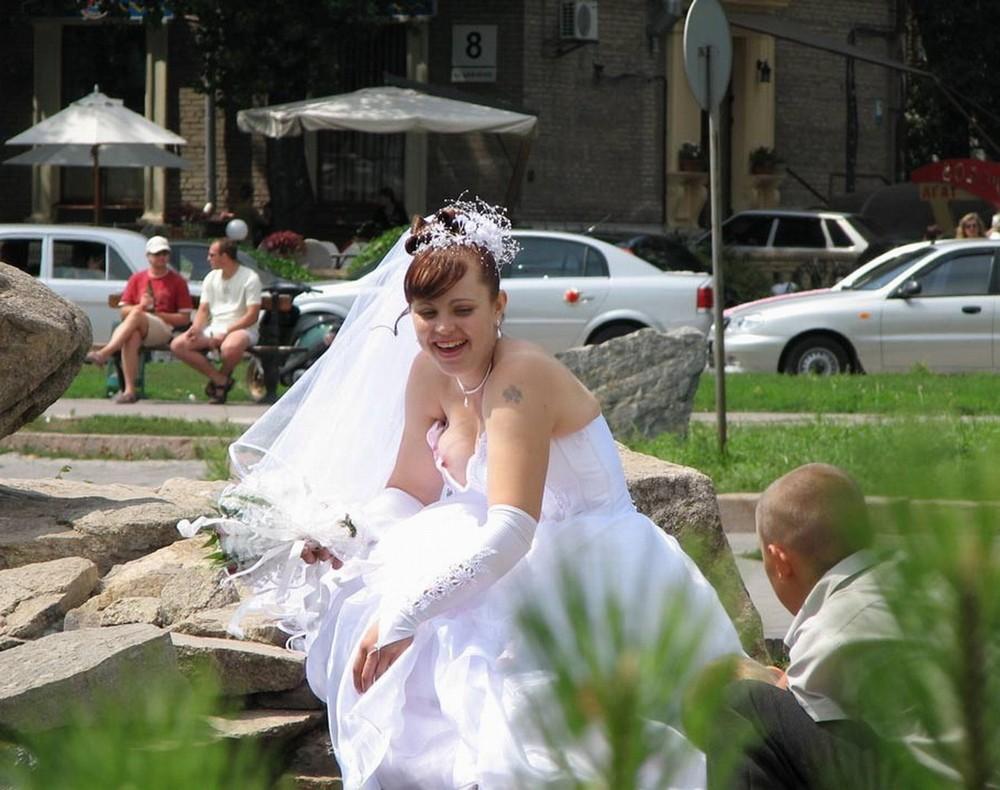 У пьяных невест под юбками фото 15 фотография