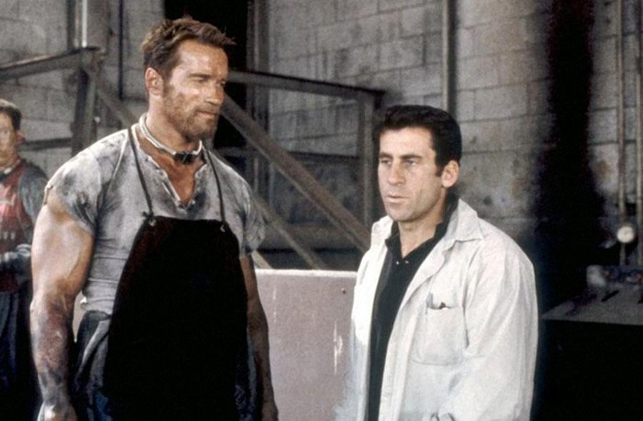 """Арнольд Шварценеггер и Пол Майкл Глейзер на съёмках """"Бегущего человека"""""""