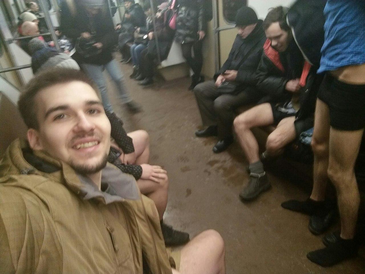 В метро без штанов. Акция закончилась позором