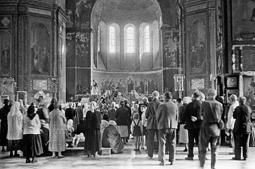 Молебен в одной из церквей Харькова