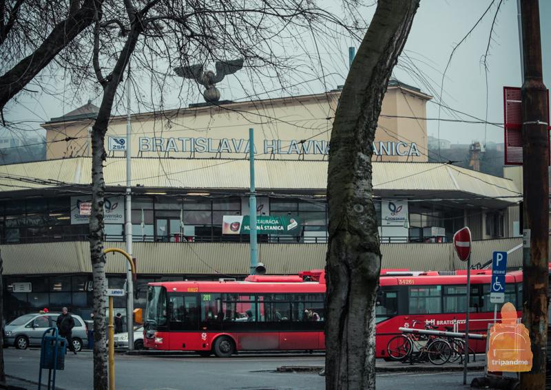 В Братиславе есть одна главная железнодорожная станция
