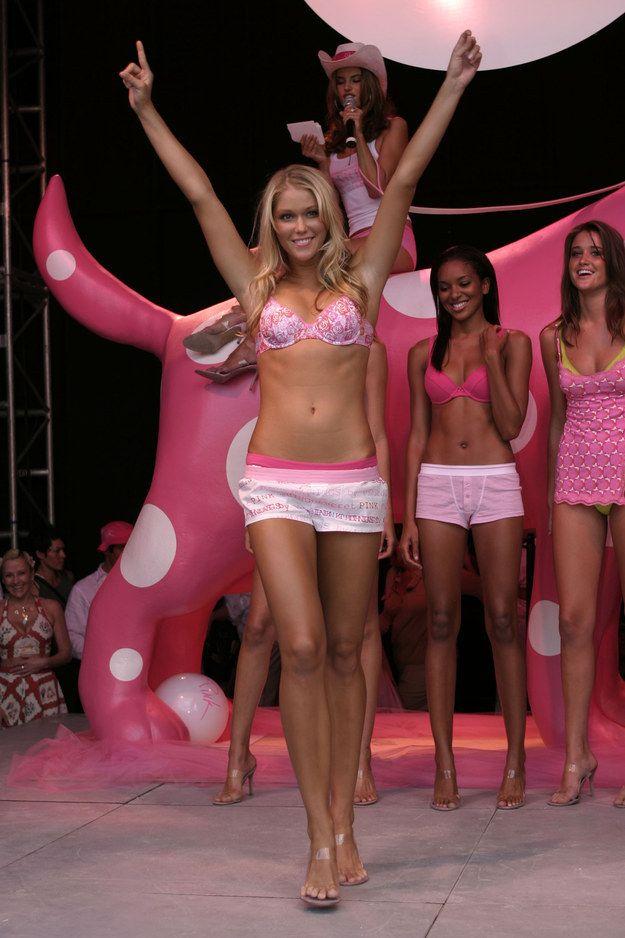 10. 2004 год прошел в формате пижамной вечеринки от Pink.