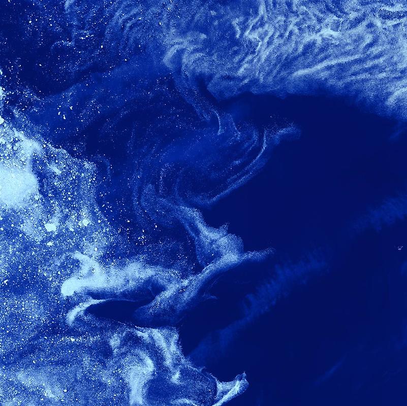 7. Словно отдаленные галактики среди облаков межзвездной пыли, куски дрейфующего льда плывут по грац