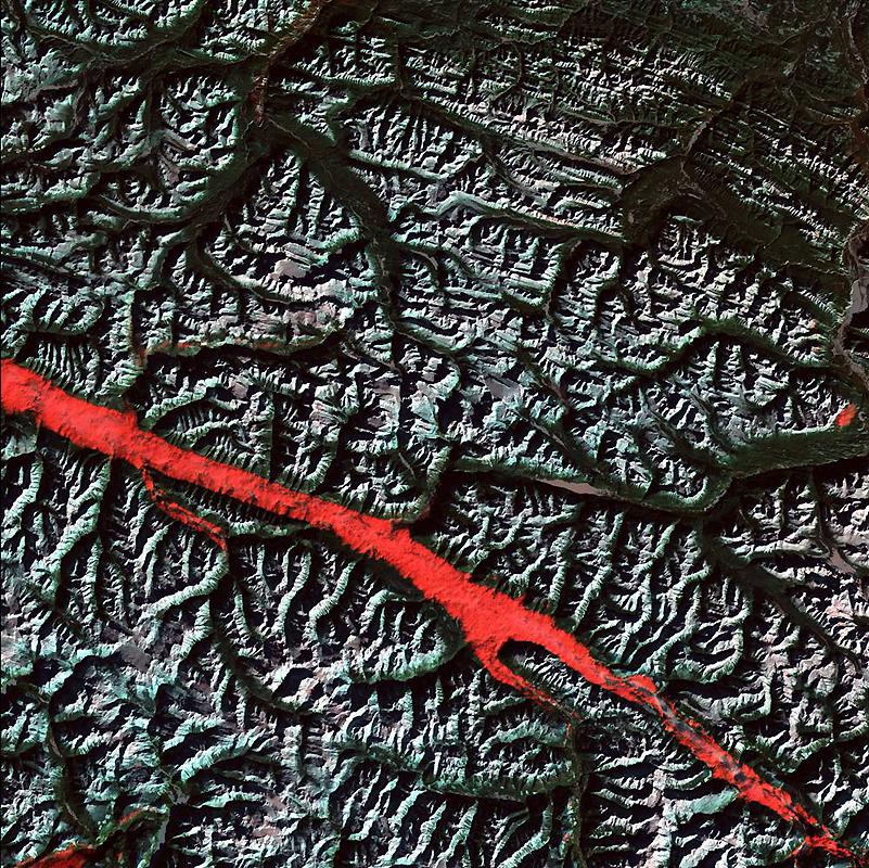 14. То, что похоже на полоску густой красной краски, на самом деле удивительное взаимодействие света