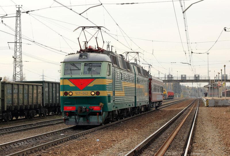 ЧС7-042 с дефектоскопом на 4-м пути станции Манихино-1