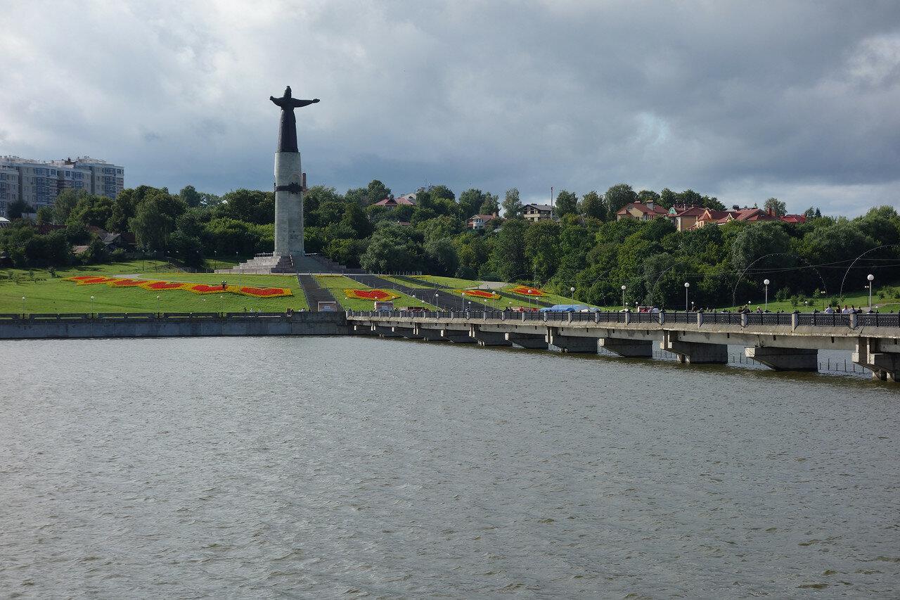 монумент Мать-Покровительница