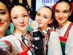 1-участницы ансамбля Рассвет с Гран-При CRYSTAL STAR 2015.jpg