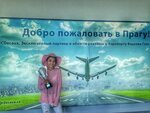 Анна Музафарова с наградой.jpg