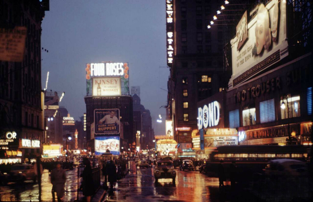 1945 NY at night Andreas Feininger18.jpg