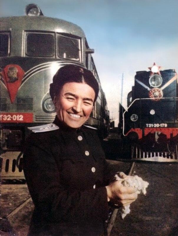 1951 Первая женщина-машинист тепловоза Башарат Мирбабаева (депо Ташкент).jpg