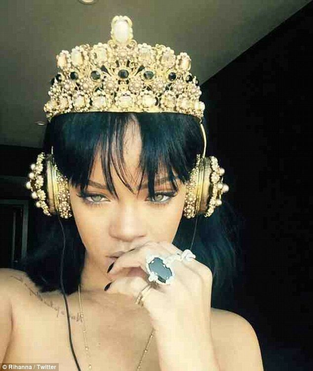 30901E1D00000578-3416129-The_wait_is_over_Rihanna_has_revealed_that_she_s_finally_finishe-a-66_1453749227770.jpg
