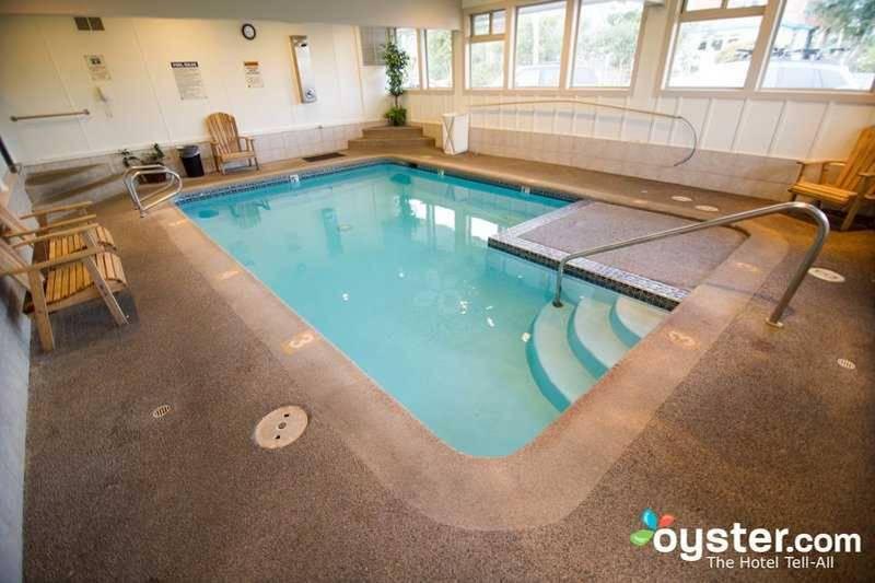 6. Реальность: бассейн лишь немногим больше гидромассажной ванны. 7. Мечта: прекрасный вид бассейна-