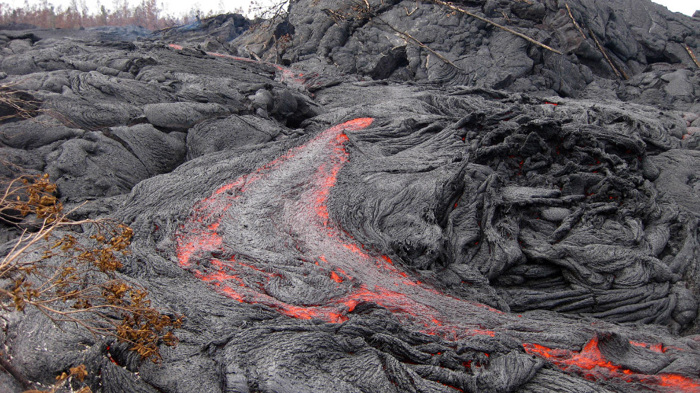 20. Килауэа — самый молодой из наземных гавайских вулканов и один из самых активных действующих