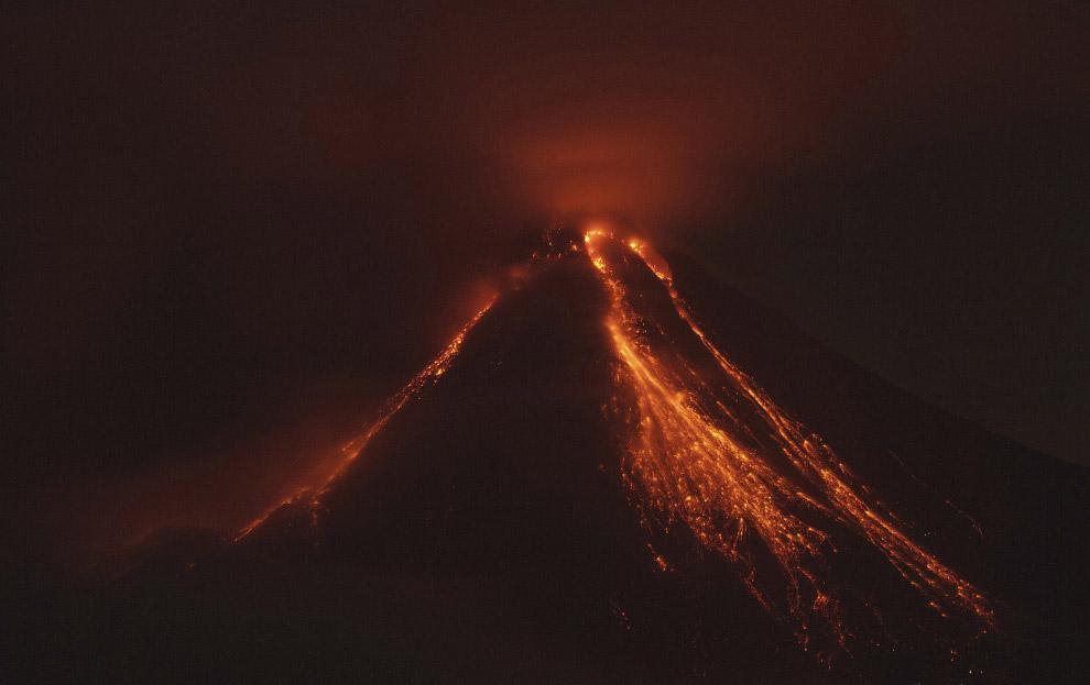 23. Это активный вулкан Кальбуко в Андах на территории Чили. 22 апреля 2015 года около 18:00 по