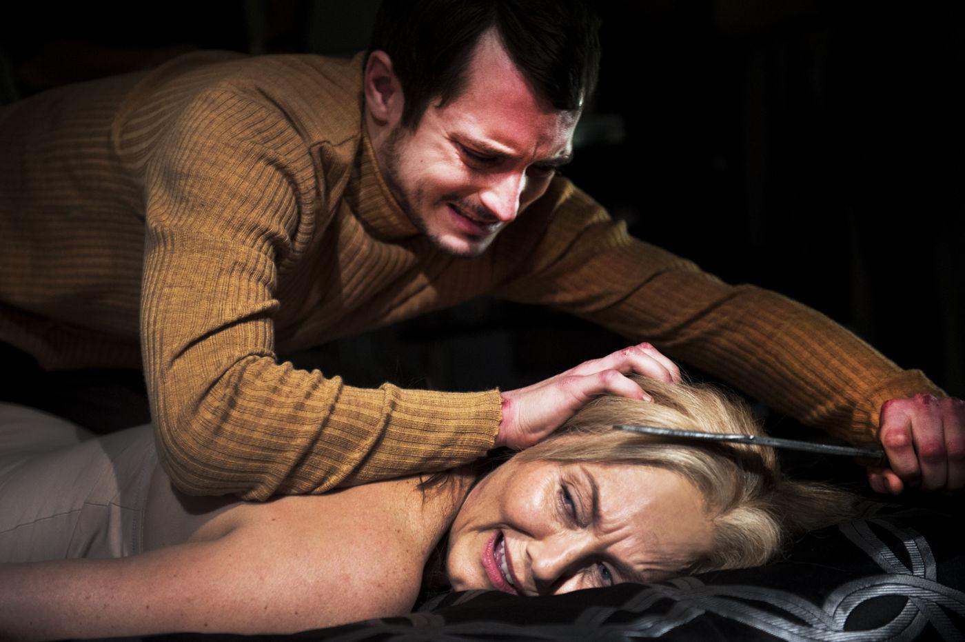 Герой Элайджи Вуда – молодой человек с травмированной с детства психикой. Он страдает галлюцинациями