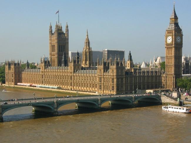 Вестминстерский дворец вЛондоне. Угроза поцарапаться уже нетак велика, новсе равно все тонкое ив