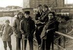 Мостик через Сетуньку. За спиной ребят бытовки, расширяют Боровское шоссе, загса ещё нет. 77-78 год фото от Марины Ратниковой #Солнцево