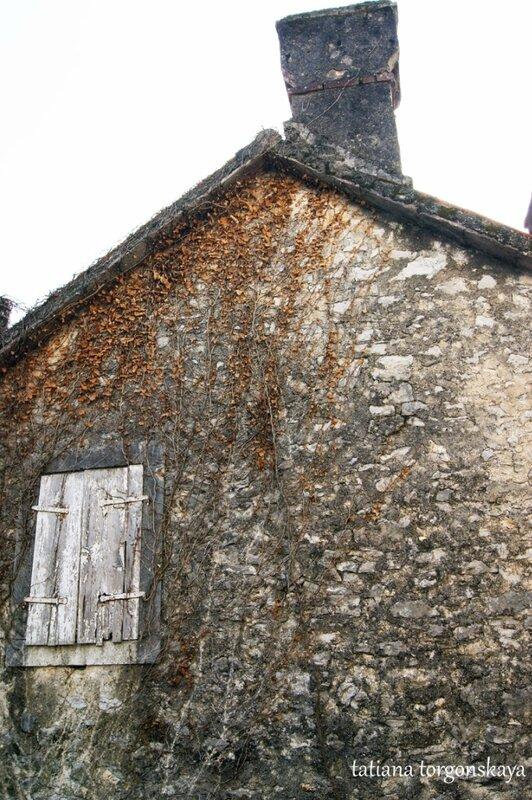 Стена старого дома