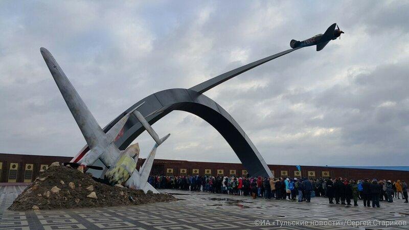 Памятник про самолет в туле памятники черный мрамор