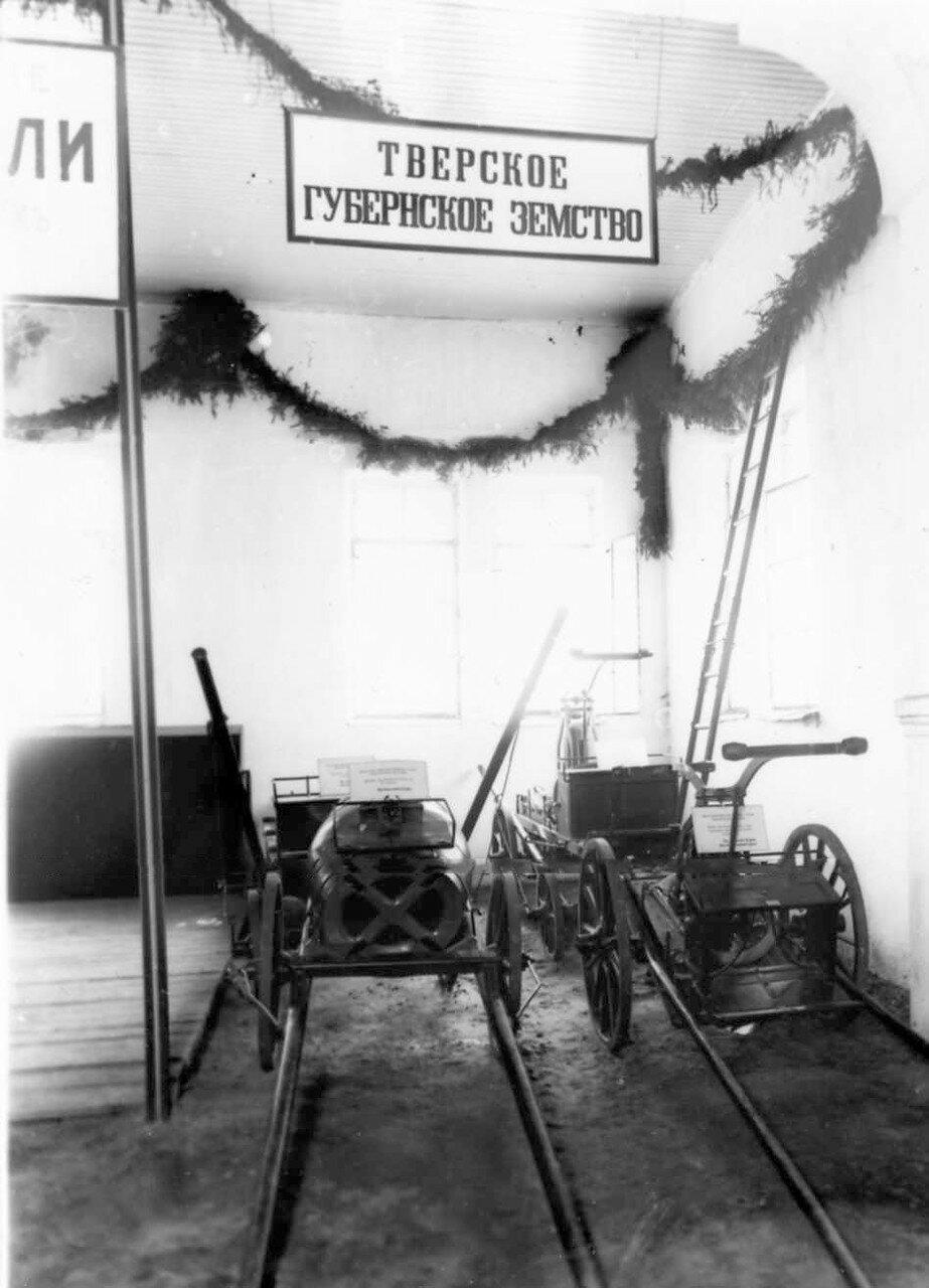 34. Двух и четырехколесные ходы под пожарную трубу, выставленные в качестве экспонатов от Тверского губернского земства