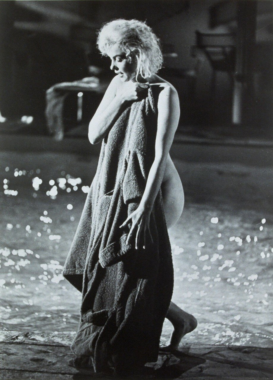 1962, Film Title: SOMETHING'S GOT TO GIVE, Director: GEORGE CUKOR, Studio: FOX, Pictured: SWIMMING POOL, TOWEL, COVERING UP, HIDING, FALSE MODESTY, EXTROVERT, DRYING SELF, 1962, WET.