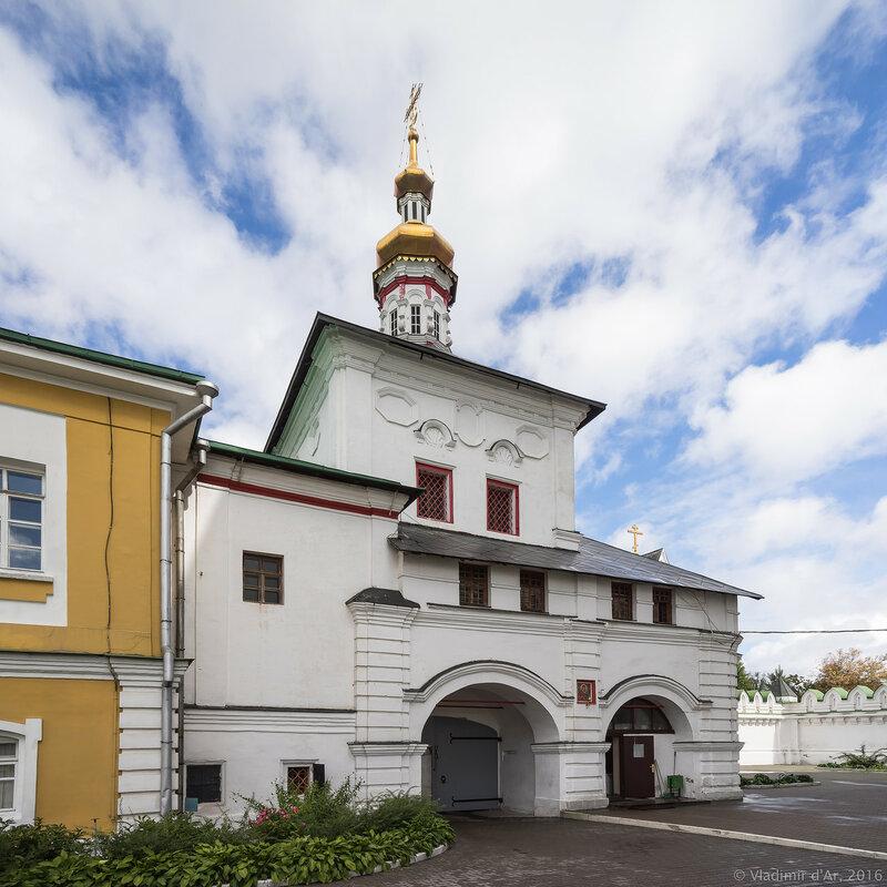 Надвратная церковь Толгской иконы Божией Матери. Перервинский монастырь.