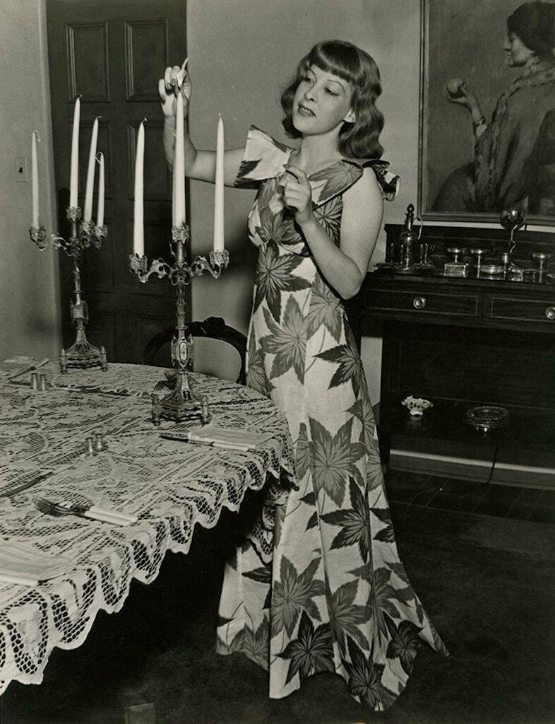 Gertrude Niesen, 1940s.jpg