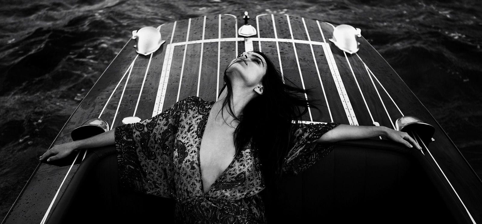 Эмили Ратажковски в пляжной фотосессии (19 фото)