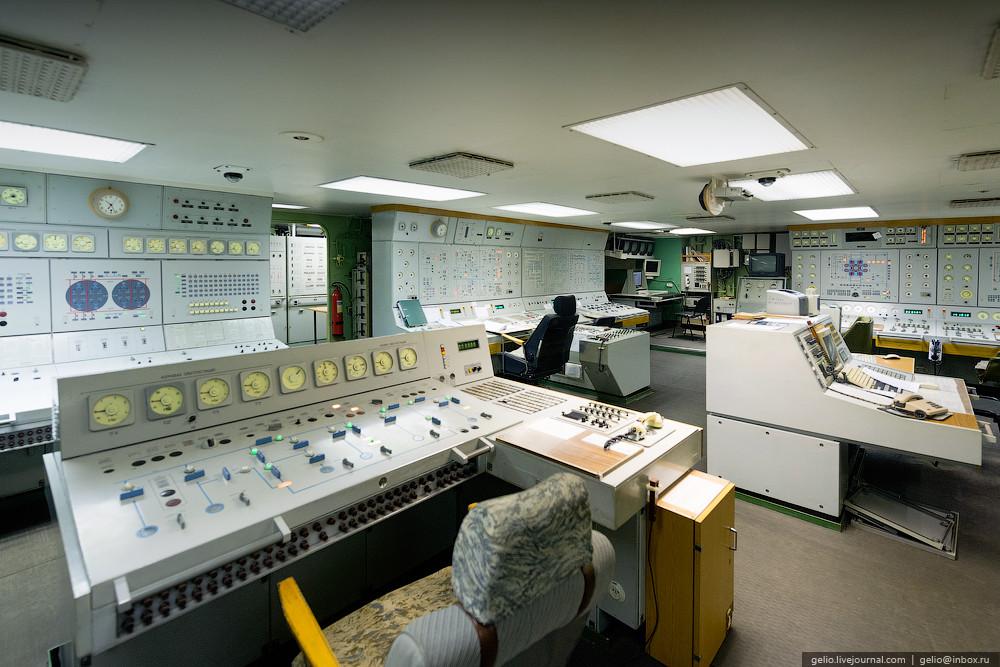 Управление ледоколом сосредоточено в двух основных командных постах: ходовой рубке и центральном пос