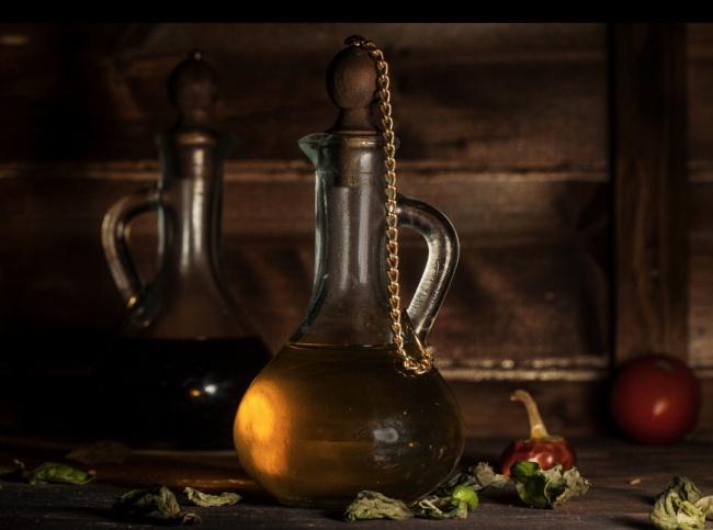 Жиры всливочном масле, растительных маслах иорешках современем могут прогоркнуть ипропитать букв