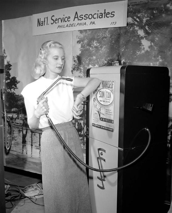 Уличный автомат с кремом для загара. 1949 год. 15. Ложка-вентилятор