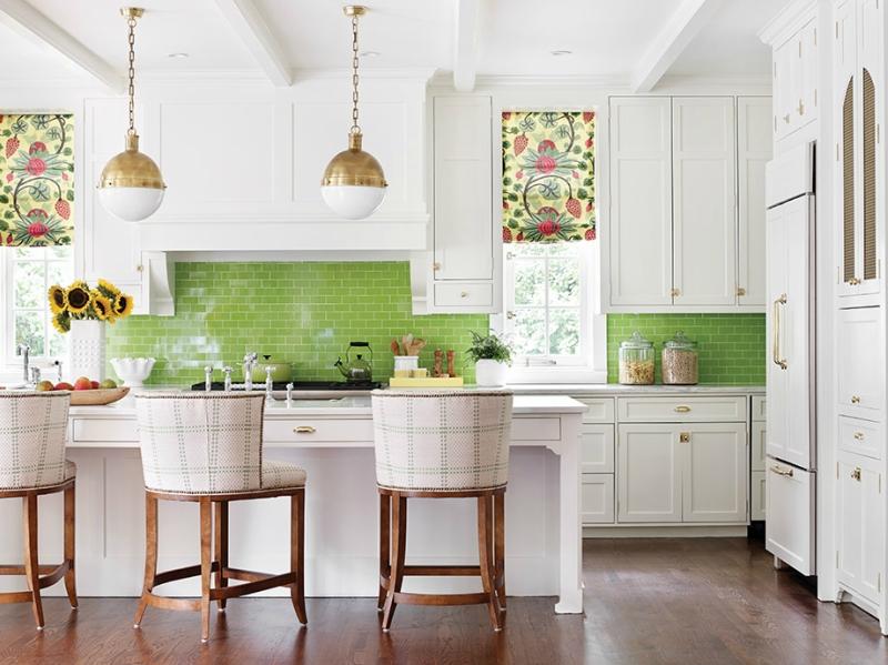 Дизайн кухни в светлых оттенках фото 2