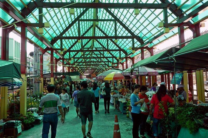 Торговые ряды на рынке Талинг Чан (Taling Chan), Бангкок, Таиланд
