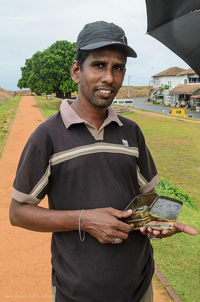 Фотография 6. Продавец древних монет в форте Галле на Шри-Ланке. Будьте осторожны: вроде, вывозить предметы старины из страны нельзя, жестоко карается и, наверняка, это - подделки. Отчет о самостоятельной экскурсии их Хиккадувы.